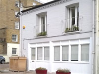 Refurbished Ground Floor Mews Offices To Let, 703 sq ft approx. (65.3 sq m), 1a Petersham Mews, South Kensington, London, SW7